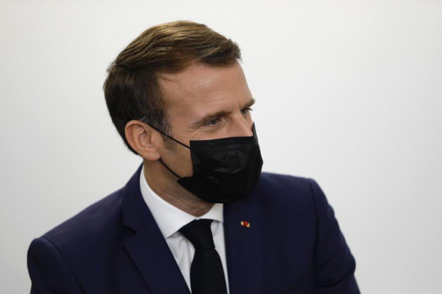 Emmanuel Macron, en visite à l'association Œuvre Secours aux Enfants, à Paris, le 6 octobre 2020.