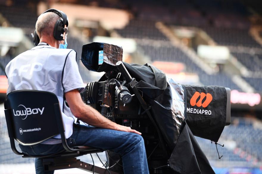 Un cameraman de Mediapro à Paris (Parc des Princes) le 13 septembre 2020