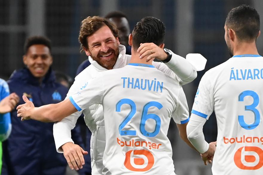 André Villas-Boas félicite Florian Thauvin après son but contre Bordeaux, le 17 octobre
