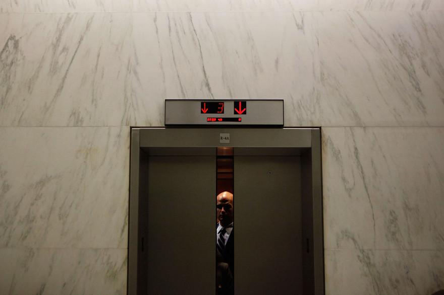 Les portes d'un ascenseur se referment dans un bâtiment de Washington, le 22 juillet 2010 (image d'illustration)