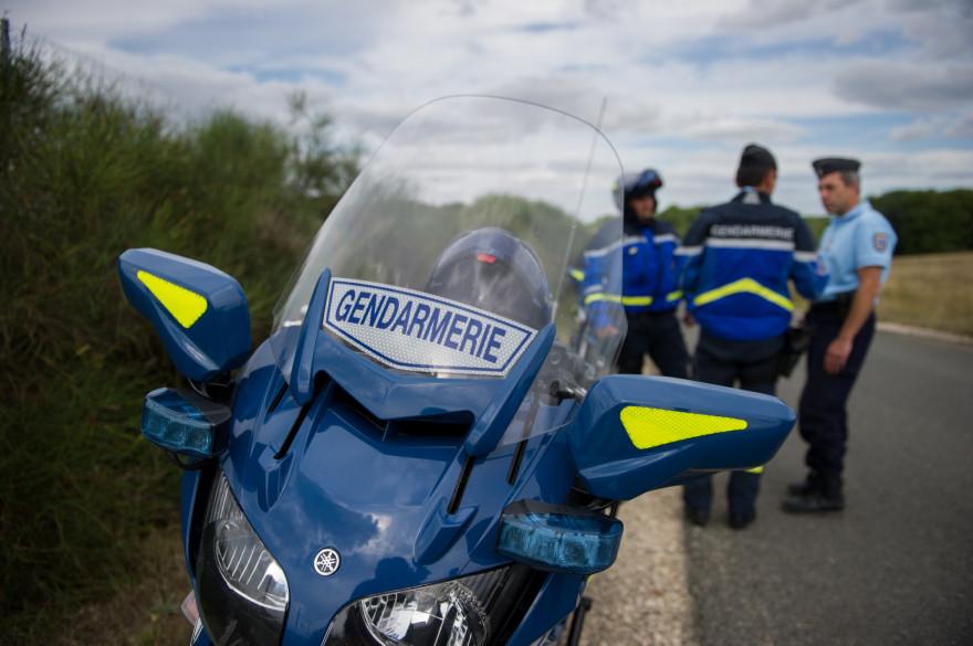 Des gendarmes d'un peloton motorisé (illustration).