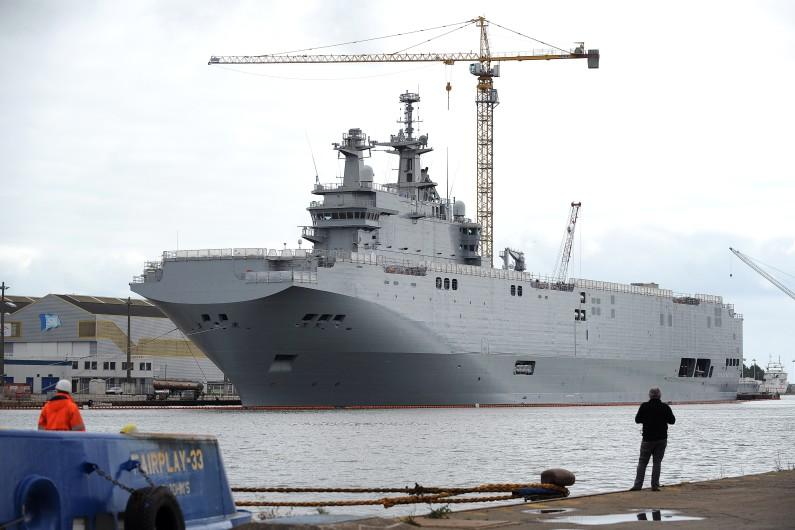 Un navire de guerre de type Mistral.