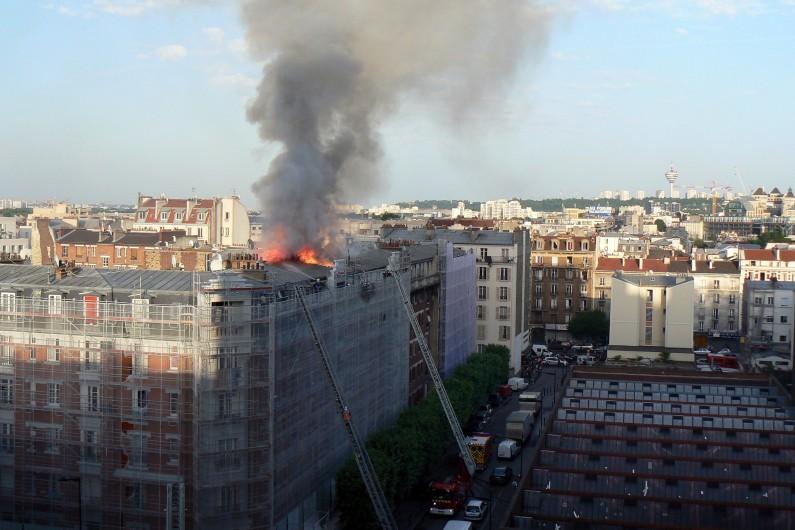L'immeuble d'Aubervilliers en feu, le samedi 7 juin 2014.
