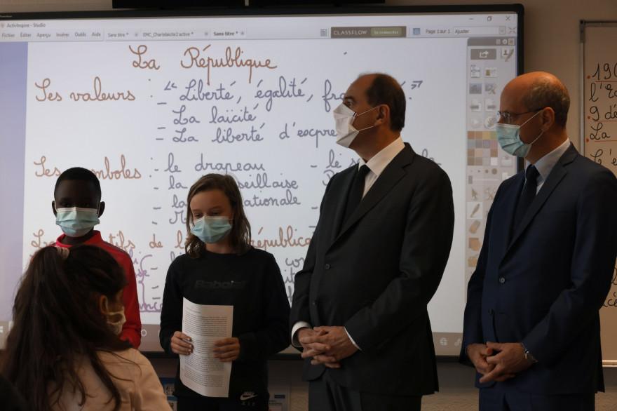 Jean Castex et Jean-Michel Blanquer dans une école de Conflans-Sainte-Honorine, lors de l'hommage à Samuel Paty