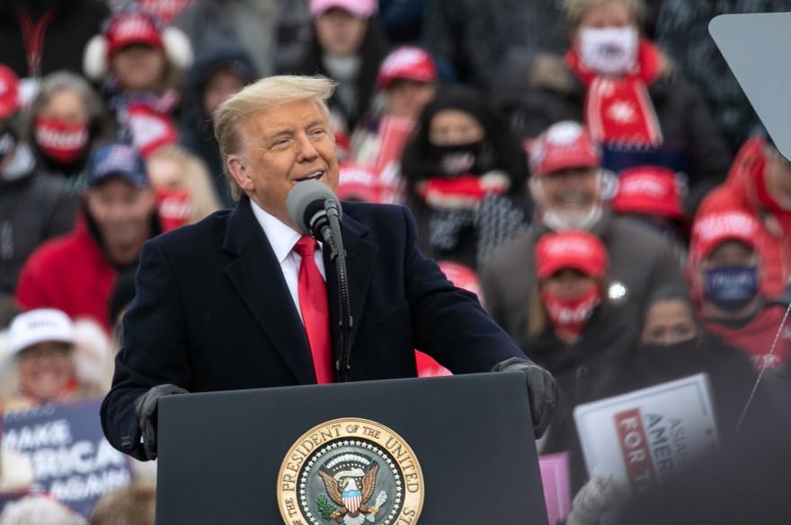 Le président Donald Trump lors d'un meeting à l'aérodrome Oakland County, à Waterford (Michigan), le 30 octobre 2020.