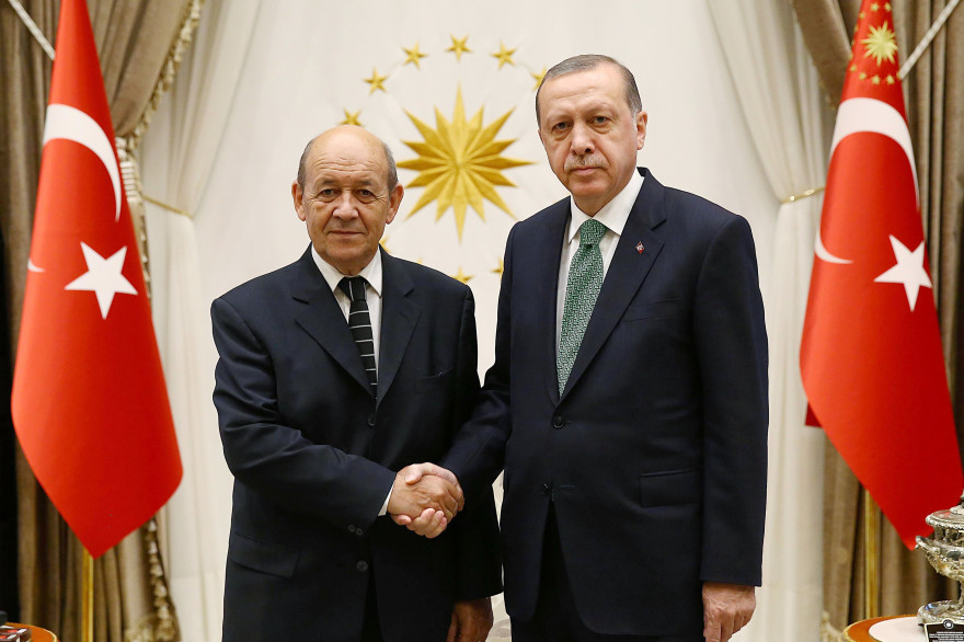 Le président turc Recep Tayyip Erdogan et le ministre des Affaires étrangères Jean-Yves Le Drian en septembre 2017 à Ankara (Turquie)
