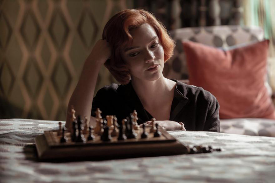 Anya Taylor-Joy joue Beth Harmon, une joueuse d'échecs prodige