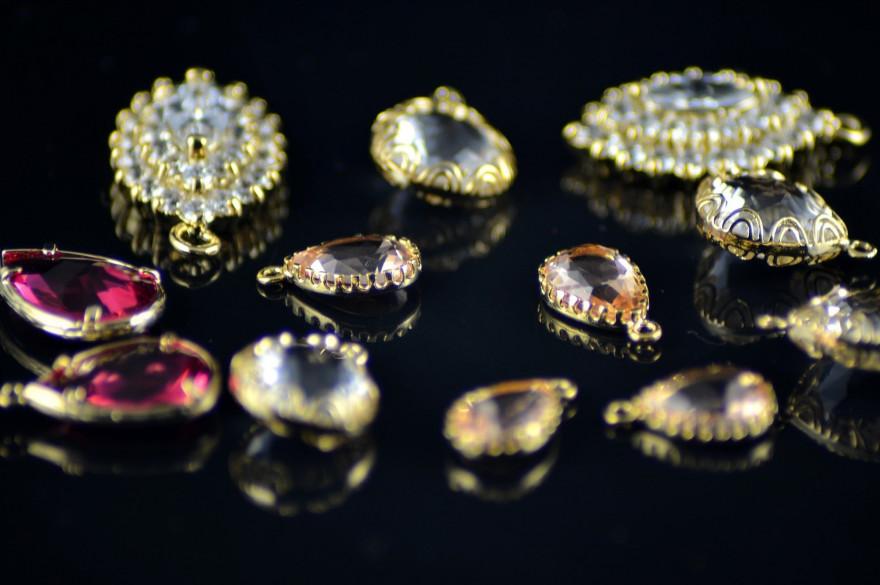 Des bijoux en diamants (Image d'illustration).