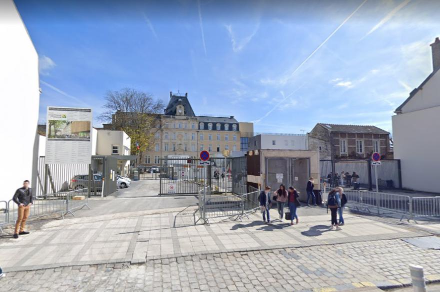 L'élève a reconnu l'agression contre son professeur, survenue vendredi 6 novembre dans un lycée de Reims.