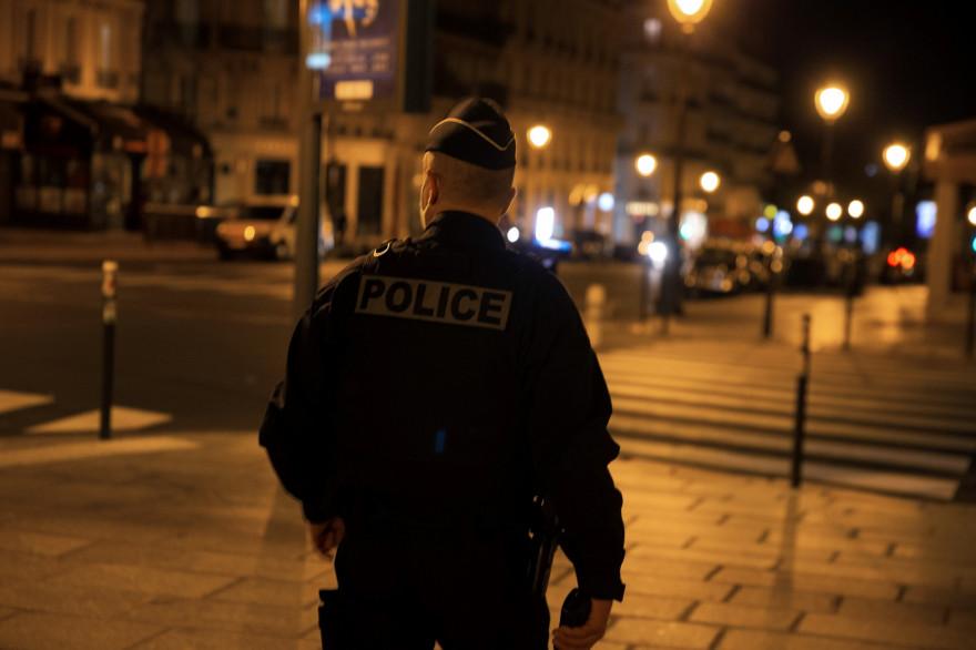 Un policier qui patrouille le 17 octobre 2020 (Image d'illustration).