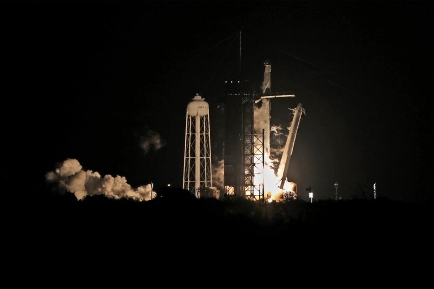 Une fusée SpaceX a décollé avec succès vers la Station spatiale internationale dans la nuit du 15 au 16 novembre 2020.