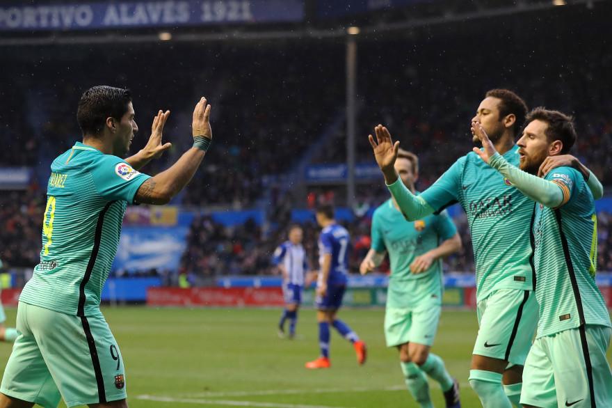 Luis Suarez, Lionel Messi et Neymar sur le terrain d'Alavès le samedi 11 février 2017