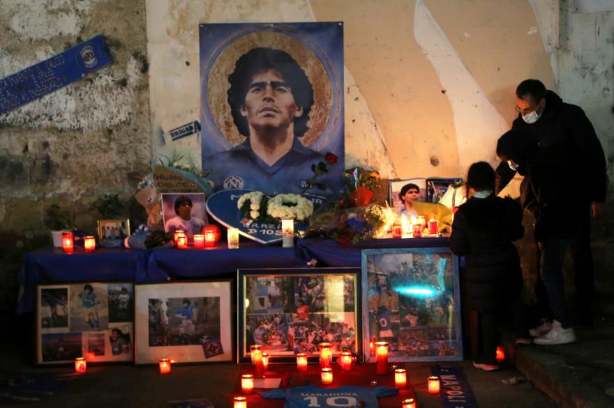 Jeudi 26 novembre, des incidents ont eu lieu lors de la veillée funèbre en l'hommage de Diego Maradona, à Buenos Aires.