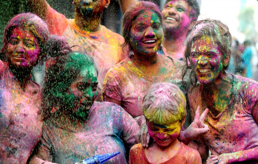 Célébration de la fête de Holi en Inde