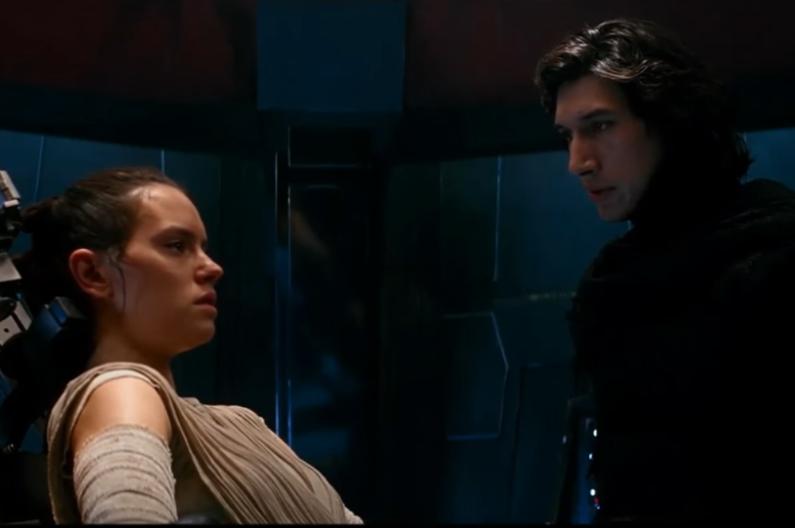 """Rey et Kylo Ren dans """"Le Réveil de la Force"""""""