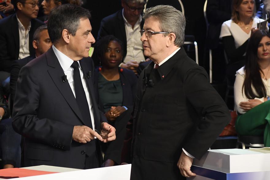 """François Fillon et Jean-Luc Mélenchon sur le plateau du """"Grand Débat"""", le 4 avril 2017."""