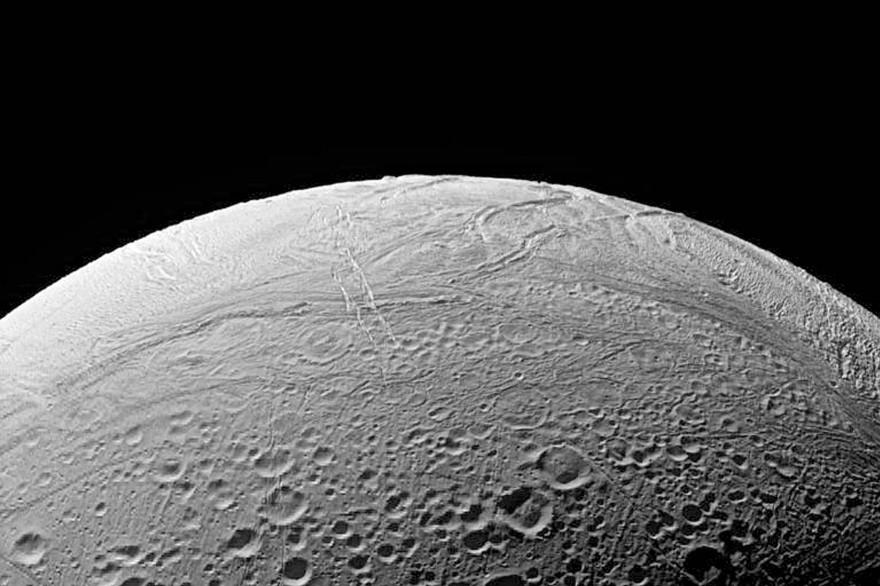 Vue d'Encelade capturée par la sonde Cassini
