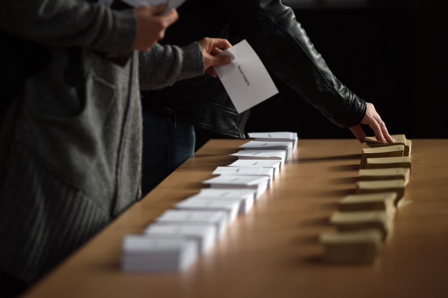 Les bulletins de vote, lors du premier tour de la présidentielle 2017