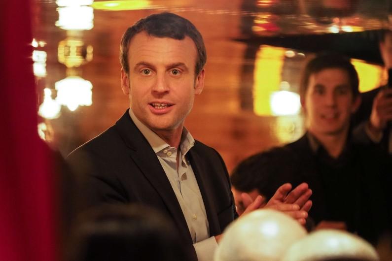 Emmanuel Macron à la brasserie La Rotonde (Paris VIe).