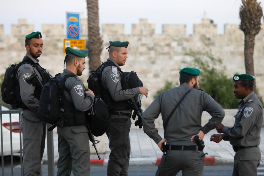 Des policiers israéliens le 7 mai 2017