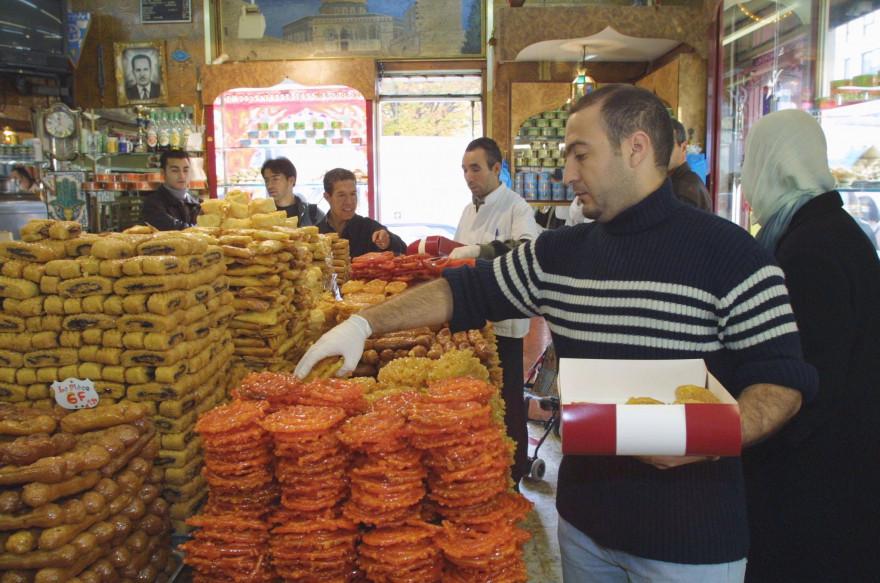 """La """"zlabia"""", une pâtisserie spécifique du Ramadan"""