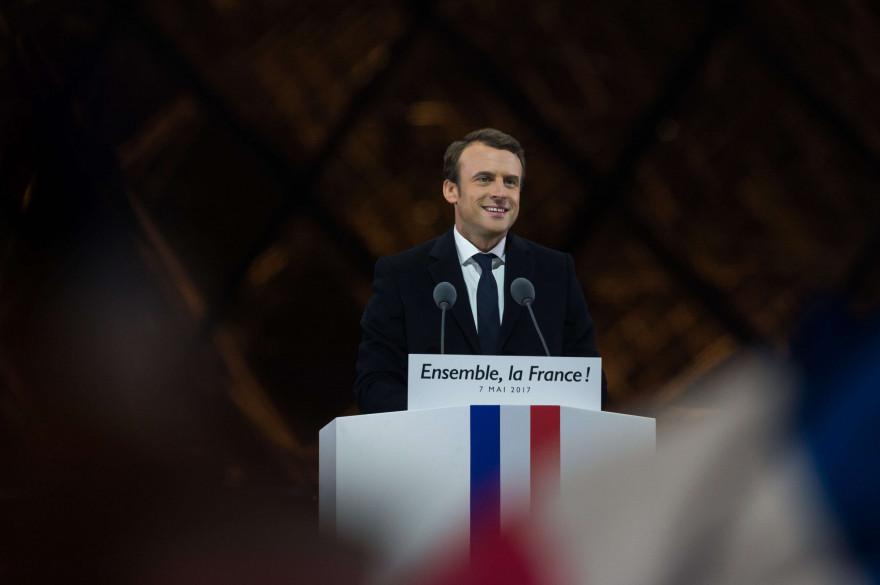 Emmanuel Macron devant la pyramide du Louvre, au soir de son élection le 7 mai 2017.
