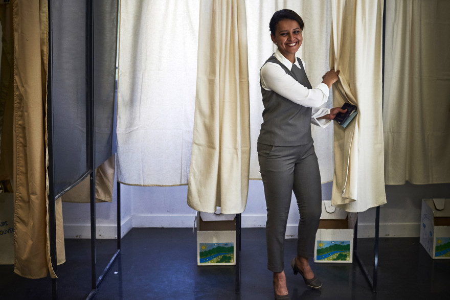 Najat Vallaud-Belkacem, tout sourire, le jour du second tour des législatives