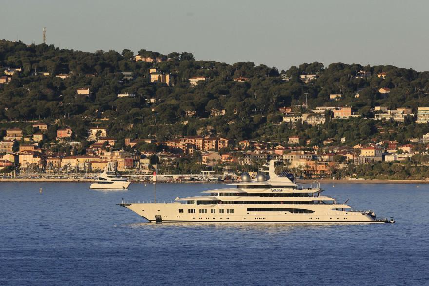Un yacht passe devant la cote d'Azur en mai 2017 (Illustration)