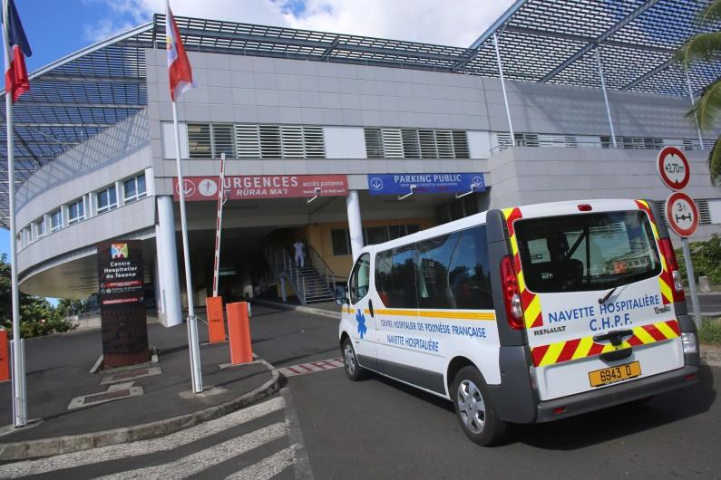 Une ambulance devant un centre hospitalier (illustration).