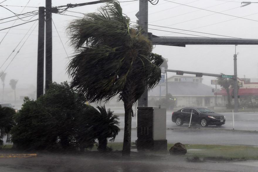 L'ouragan Harvey souffle sur les côtes américaines