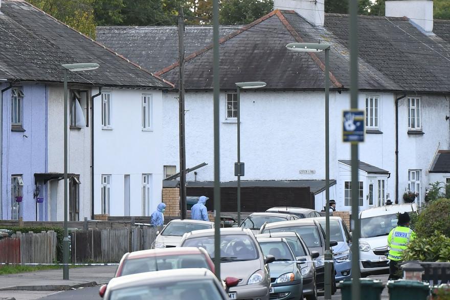 La police a perquisitionné un domicile situé à Sunbury, au sud-ouest de Londres.