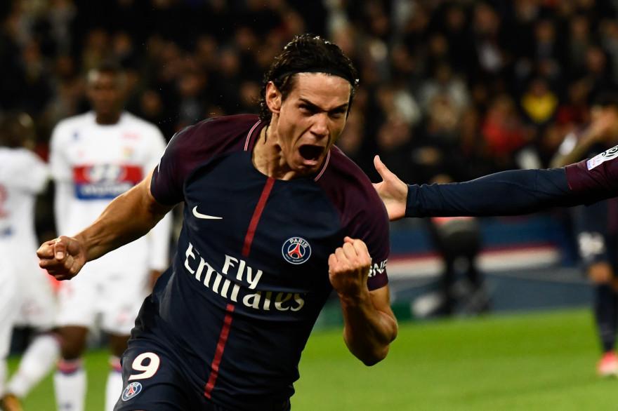 L'attaquant parisien Edinson Cavani célèbre son but contre Lyon, le 17 septembre