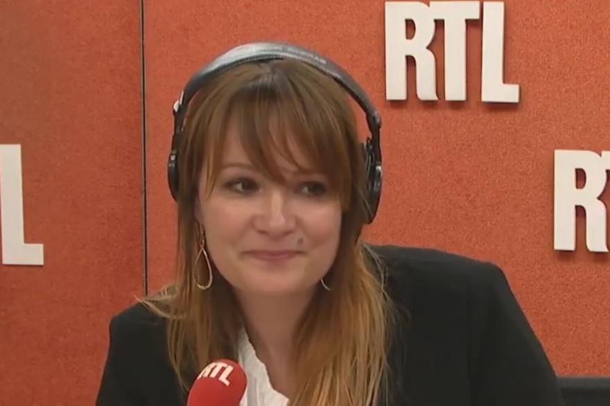 Adeline François lors de sa dernière revue de presse sur RTL