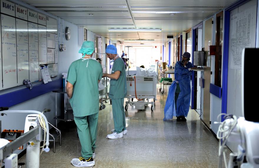 Des infirmiers dans un hôpital (illustration)