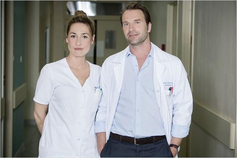 Le couple formé par Nina (Annelise Hesme) et Costa (Thomas Jouannet)