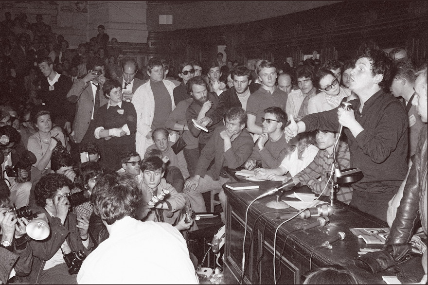 Daniel Cohn-Bendit le micro à la main, le 22 mars 1968 à la Sorbonne