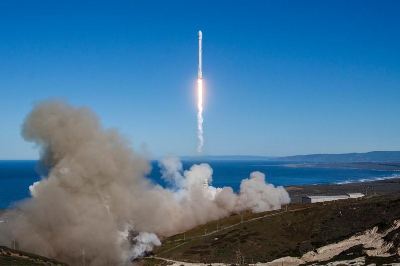 Une fusée Falcon 9 lancée par SpaceX, le samedi 14 janvier 2017 en Californie (illustration)