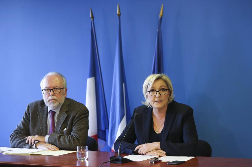 Marine Le Pen et Wallerand de Saint-Just, lors d'une conférence de presse mercredi 22 novembre à Nanterre.