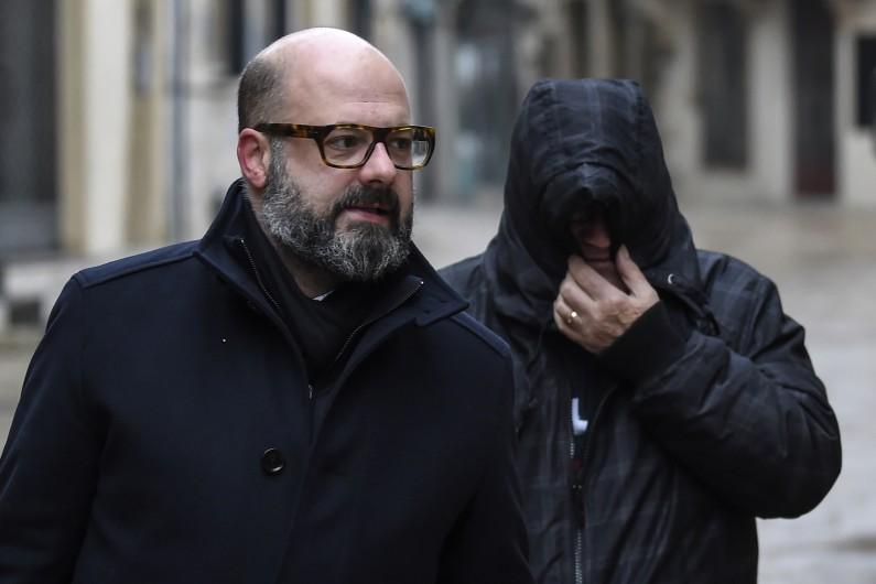 Marcel Jacob arrive au côté de son avocat Stéphane Giuranna devant la cour d'appel de Dijon le 4 décembre 2017.