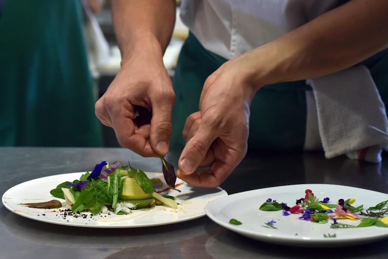 L'Atelier des chefs propose des cours de cuisine et des formations en ligne
