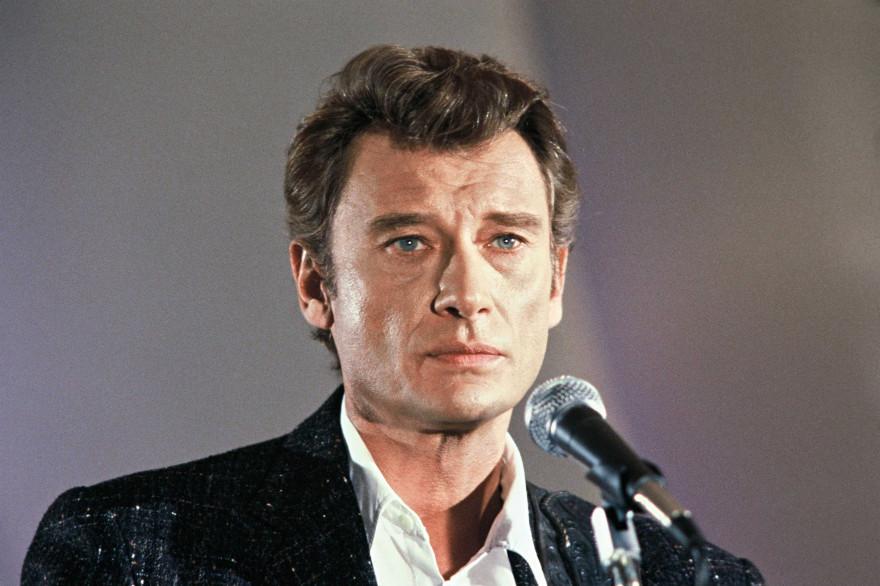 """Johnny Hallyday sur le plateau de """"Champs-Élysées"""" en 1986"""