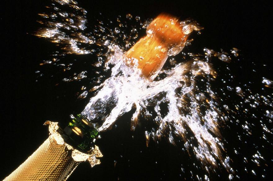 Gare au bouchon de champagne dans l'oeil !