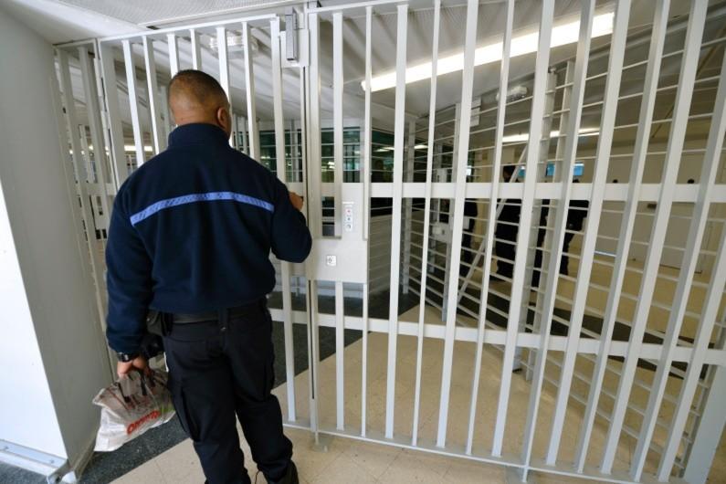 Un surveillant de prison à Fleury-Mérogis, le 31 octobre 2013 (archives)