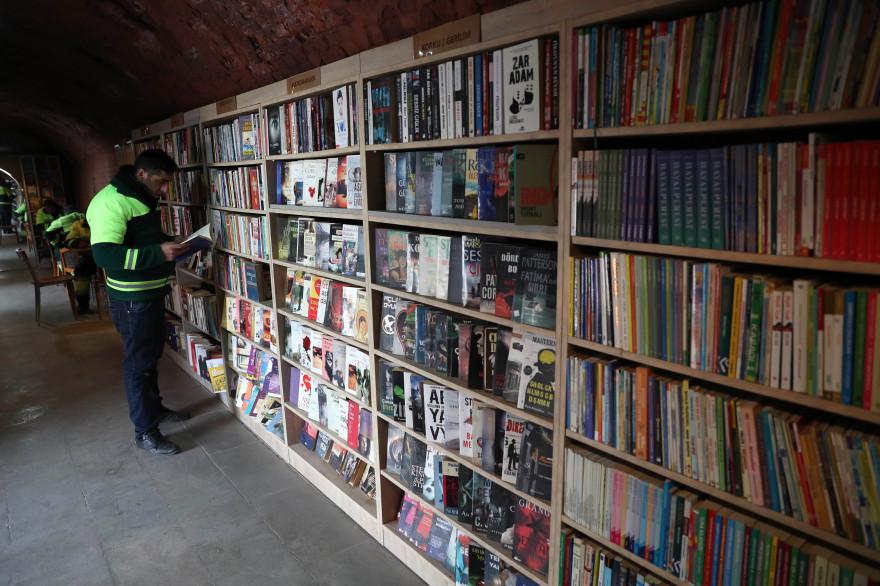 Les éboueurs d'Ankara (Turquie) à l'origine de la bibliothèque ont recueillis 5.000 livres en 8 mois.