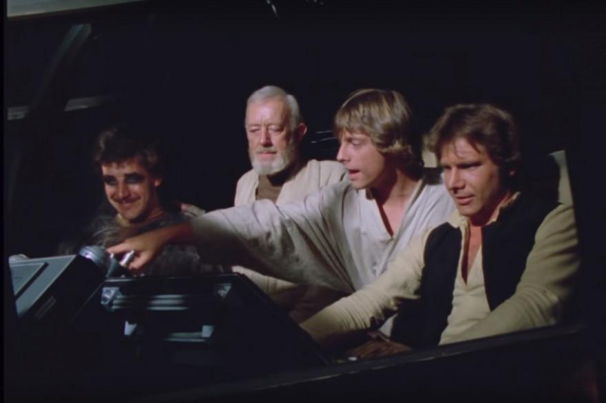 Peter Mayhew, Alec Guinness; Mark Hamill et Harrison Ford sur le tournage de l'épisode IV