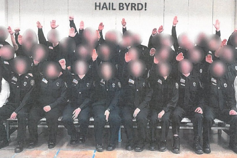 Etats-Unis : des employés fédéraux suspendus pour un salut nazi