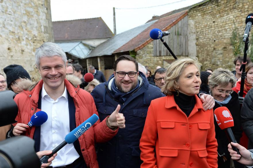 Antoine Savignat, entouré par Laurent Wauquiez et Valérie Pécresse, le 31 janvier 2018