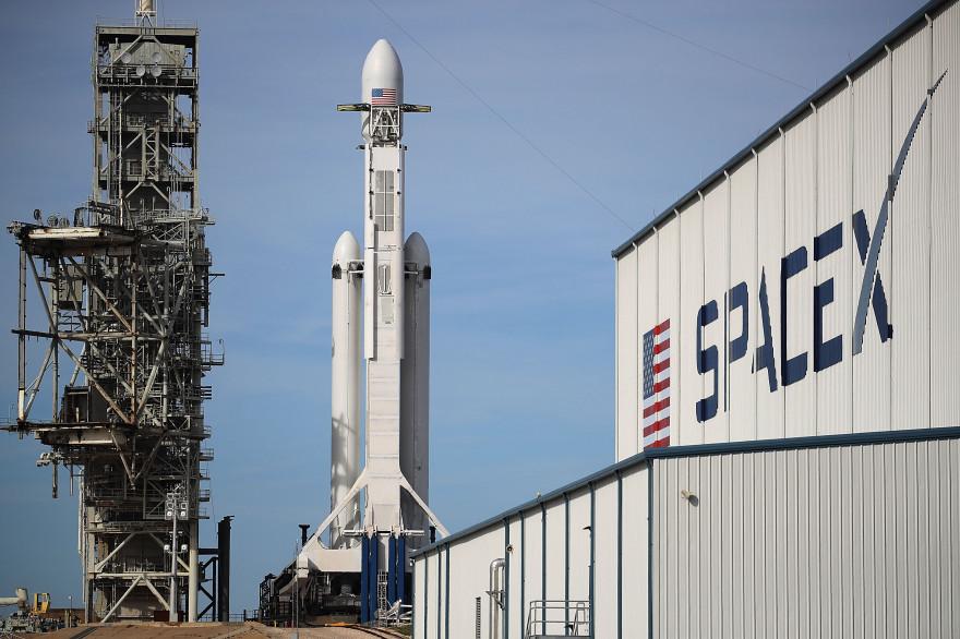 """La fusée Falcon Heavy de SpaceX est décrite comme """"la plus puissante du monde"""""""