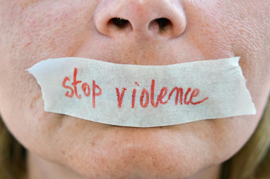 Make.org a lancé une initiative pour mettre fin aux violences faites aux femmes