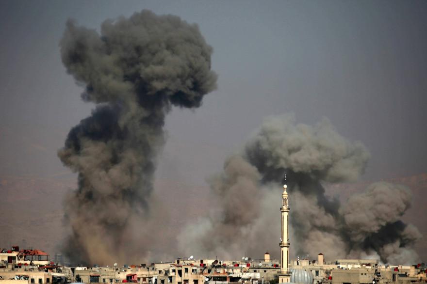 La région de la Ghouta, dans les faubourgs de Damas, prise pour cible par des frappes aériennes, le 7 février 2018